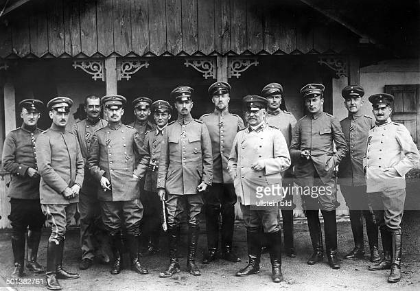Charles Edward Duke of SaxeCoburg and Gotha with the staff of the Thuringian Division probably in 1915/1916 Photo Kuehlewindt
