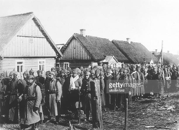 German soldiers leading away Russian captives for evacuation probably in Masuria 1914 or 1915