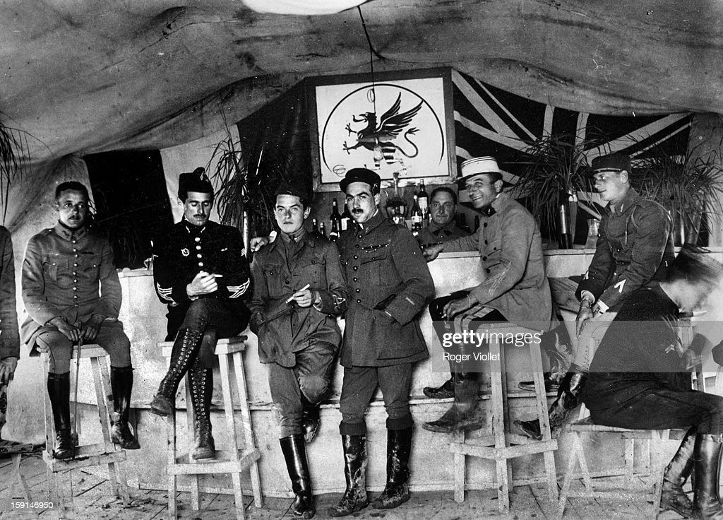 World War I, French Air Force  Bar of the Chimères squadron  News