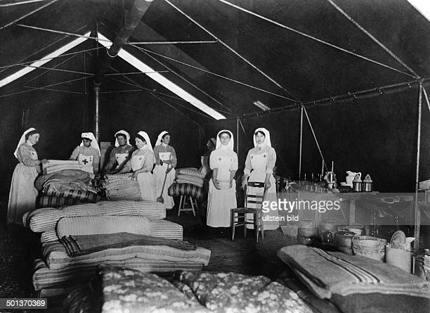 French nurses arranging an casualty clearing station after 1914