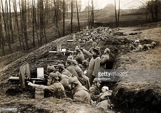 World War I: German gun company during battle at Darkehmen. Photo.