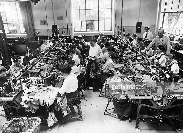 sewing room in an ammunition factory women sew carying straps for ammuniton 1916/1917