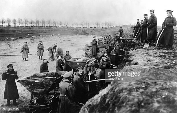 World War I Russian prisoners of war at roadworks in East Prussia Photo Kuehlewindt 1915