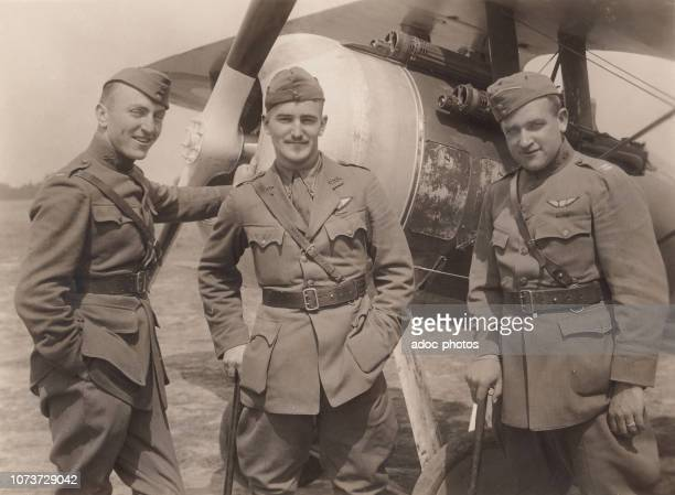 The American pilots Eddie Rickenbacker Douglas Campbell and Kenneth Mar on the aerodrome of Toul In 1918