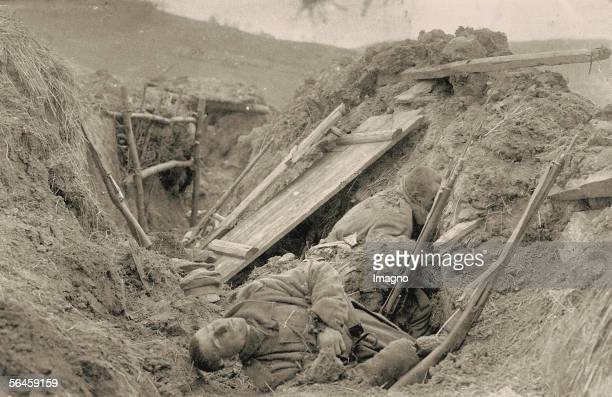 World War I Two dead Russian soldiers in a dugout after an assault Photography Around 1915 [Erster Weltkrieg Zwei tote russische Soldaten in einem...