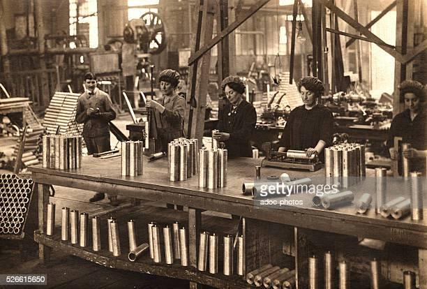 World War I Work of women in an arming factory Ca 1915