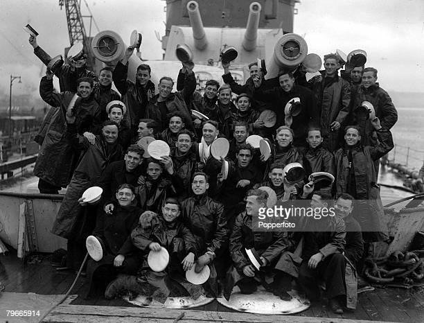 World War II 15th February 1940 England Members of Royal Navy Yorkclass heavy cruiser HMS Exeter in happy mood after returning to the UK HMS Exeter...