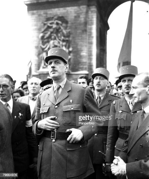 World War II 27th August 1944 General Charles de Gaulle during the ceremony at the Arc de Triomphe when he laid a wreath of flowers on the tomb of...