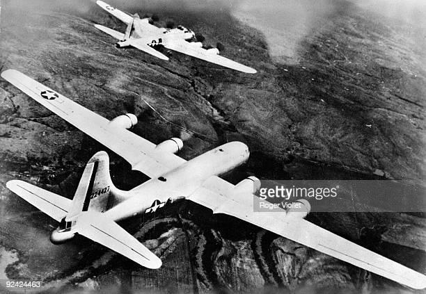 World War II. American Air Force. The B29 Superfortress and, in the background, the B17 Superfortress.