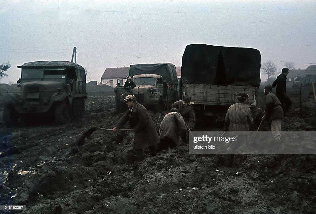 German army vehicles on muddy terrain in the Ukraine