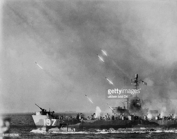 World War II; Asia: battle of Okinawa: US-Navy disembarkment