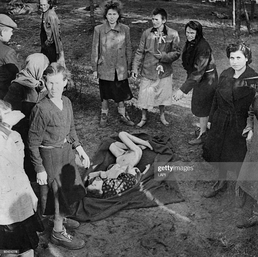 World War II. Bergen-Belsen concentration : News Photo