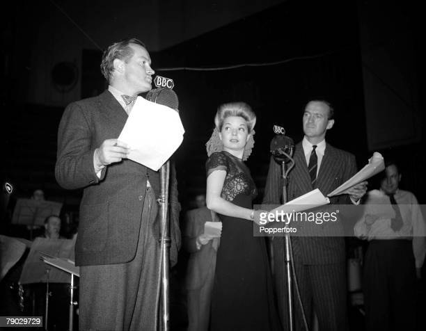 World War II England The BBC broadcast Yankee Doodle Doo to US troops in England Performing LR are Bob Hope Francis Langford and David Niven