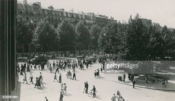 World War II. Liberation of Paris. A squadron of the 2nd Armored Division of General Leclerc on the Avenue de la Grande Arm��e in Paris . Ca. August...