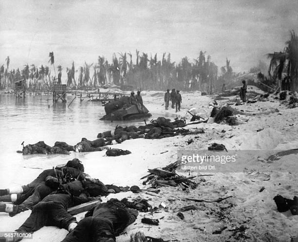 World War II Pacific'Island Hopping' Disembarkement of UStroups on Gilbertislands Tarawa Death Japanese and destroyed military material at the beach...