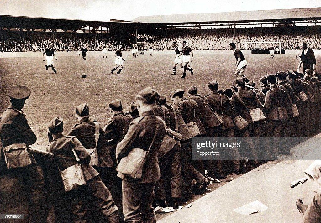 Final Pre-War Match At Upton Park : News Photo