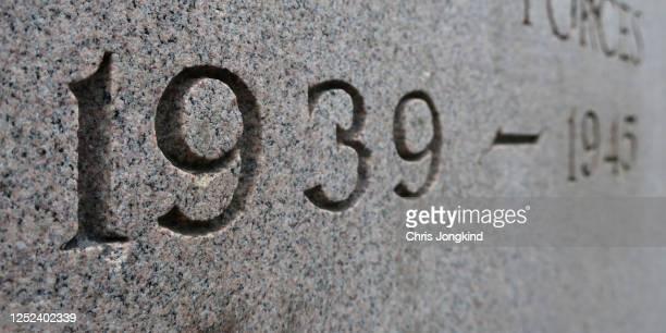 world war ii years etched into memorial stone - 1939 stock-fotos und bilder