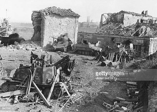 2 World War Italy theater of war Battle of Anzio/Nettuno JanuaryMay 1944erman units reconquer the village of Carroceto near Aprilia Foreground a...