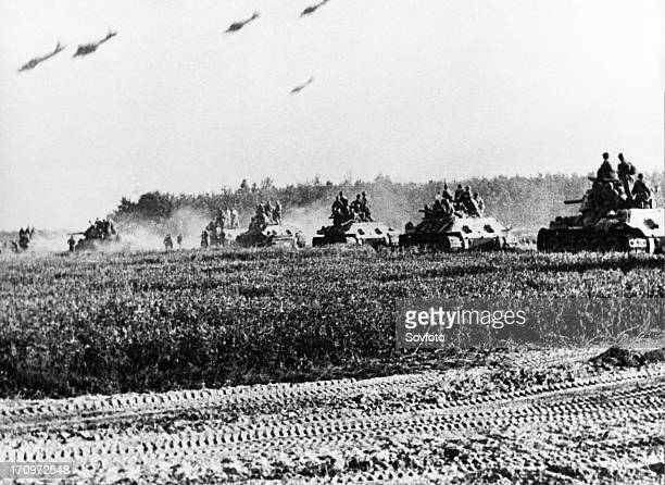 world war ll battle of kursk red army t34 tanks advancing during the battle of prokhorovka at the kursk bulge 30 km from the city of belgorod the...