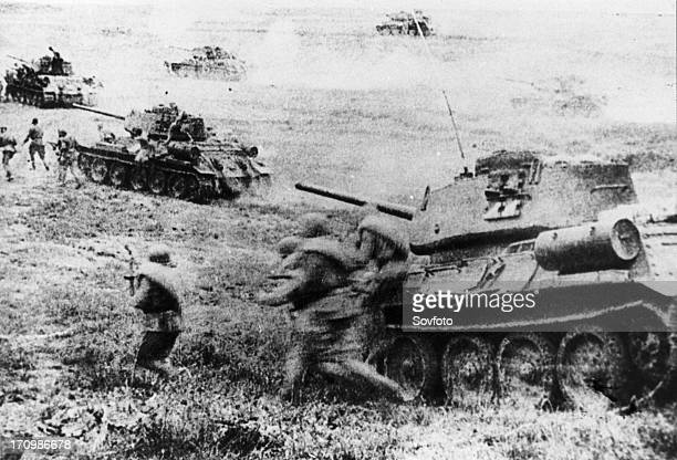 world war ll red army soldiers and soviet t34 tanks on the attack during the battle of kursk july 1943