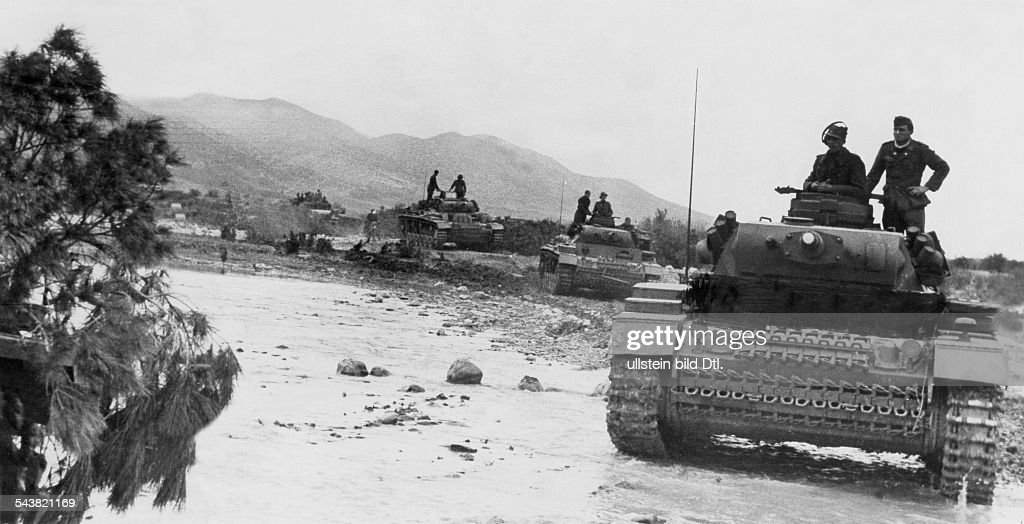 2. World War, Northafrica, theater of war, Tunesia - German advance toward Kasserine - tanks crossing a ford. no further informationFeb. 194312Uhr 17.03.1943 : News Photo