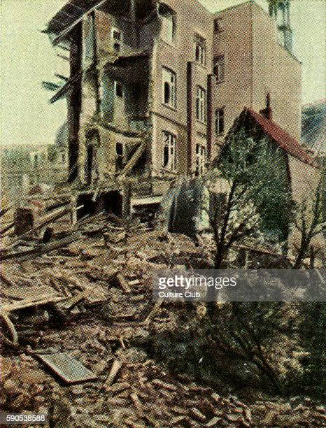 World War One ruins 4 storey apartment block destroyed by British 50 kg mine bomb by airship Cigarette cards published in Germany c1934 reviewing...