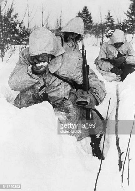 2 World war soviet union theater of war German soldiers of a reconnaissance patrol eating snow to appease their thirst no further information January...