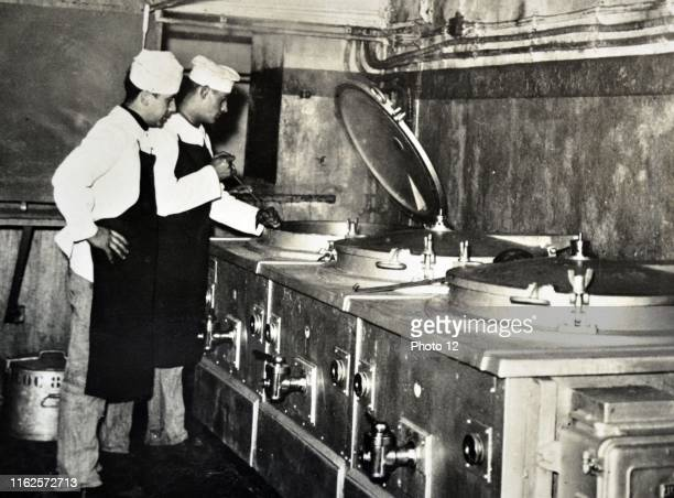 France WWI military kitchen chefs cooking antique photo