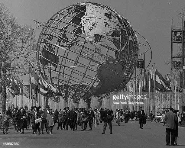 World's Fair crowd walking around the Unisphere