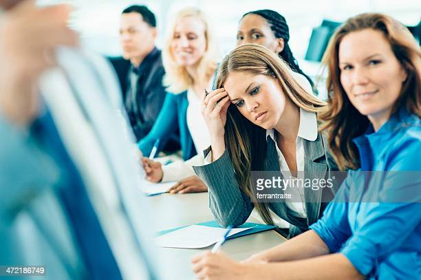 心配するビジネス女性のミーティング