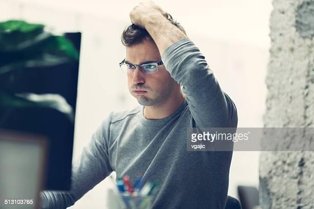 worried businessman in office. - hoofd in de handen stockfoto's en -beelden