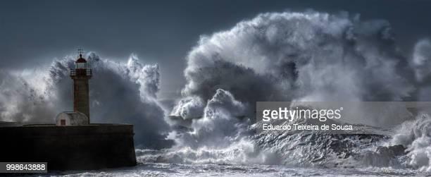 worse.things.happen@sea ii - leuchtturm sturm stock-fotos und bilder