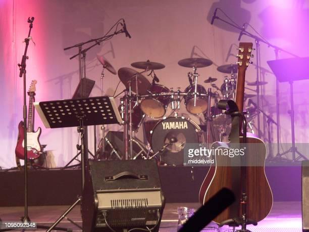 崇拝バンド - シンガーソングライター ストックフォトと画像