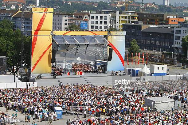 95000 worshipers have assembled at the Cannstatter Wasen to celebrate the closing service of the 35th German Protestant Church Congress