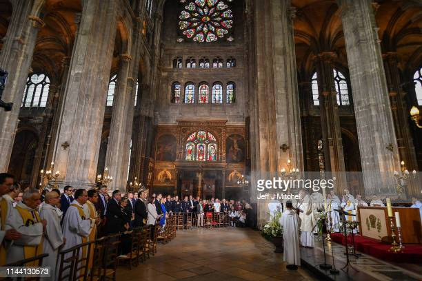 Worshippers attend the Notre Dame Easter Mass at the church of St Eustache on April 21 2019 in Paris France Notre Dame's Easter service is being held...