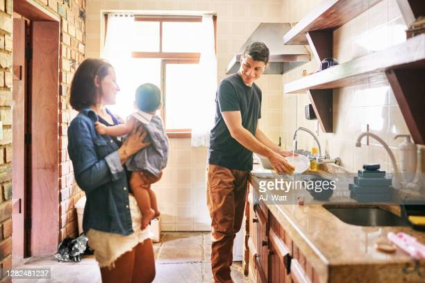 あなたはパパを助けたいと思います! - husband ストックフォトと画像