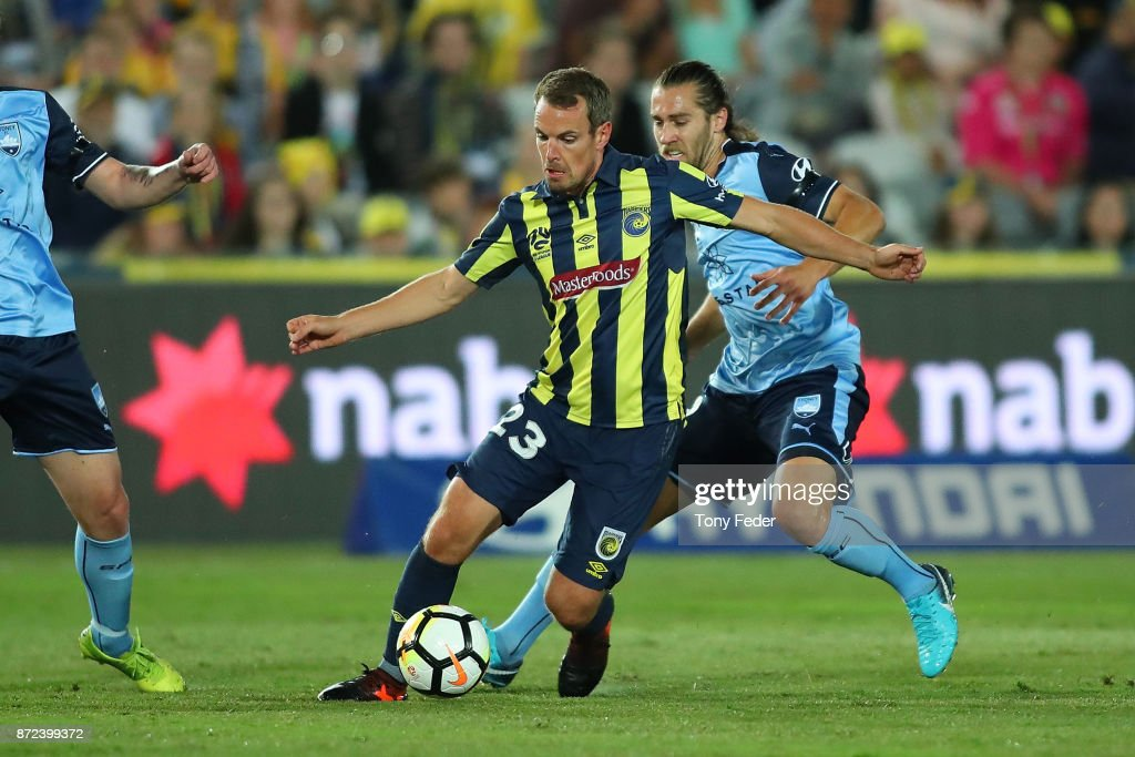 Wout Brama of the Mariners controls the ball from Joshua Brillante of Sydney during the round six A-League match between the Central Coast Mariners and Sydney FC at Central Coast Stadium on November 10, 2017 in Gosford, Australia.