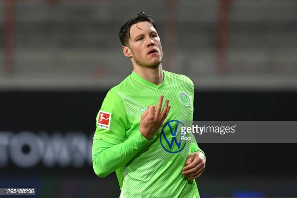 Wout Weghorst of VfL Wolfsburg celebrates after scoring a penalty for his team's second goal during the Bundesliga match between 1. FC Union Berlin...