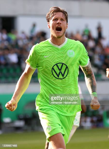 Wout Weghorst of VfL Wolfsburg celebrates scoring his team's second goal from the penalty spot during the Bundesliga match between SpVgg Greuther...
