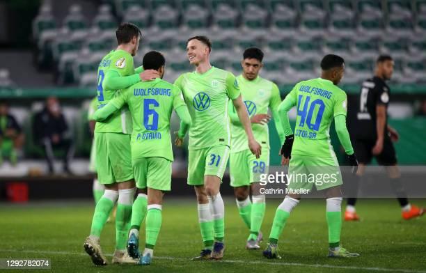 Wout Weghorst of Vfl Wolfsburg celebrates with team mates Paulo Otavio Rosa Silva, Yannick Gerhardt, Joao Victor after scoring their sides fourth...