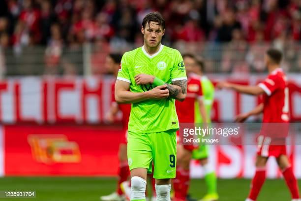Wout Weghorst of VfL Wolfsburg looks dejected during the Bundesliga match between 1. FC Union Berlin and VfL Wolfsburg at Stadion An der Alten...