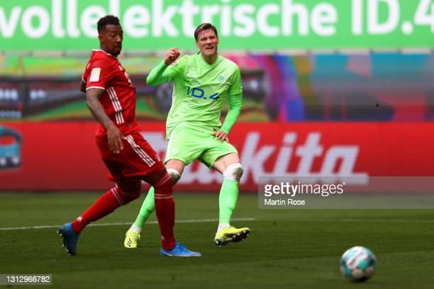 Wout Weghorst of VfL Wolfsburg scores his team's first goal during the Bundesliga match between VfL Wolfsburg and FC Bayern Muenchen at Volkswagen...