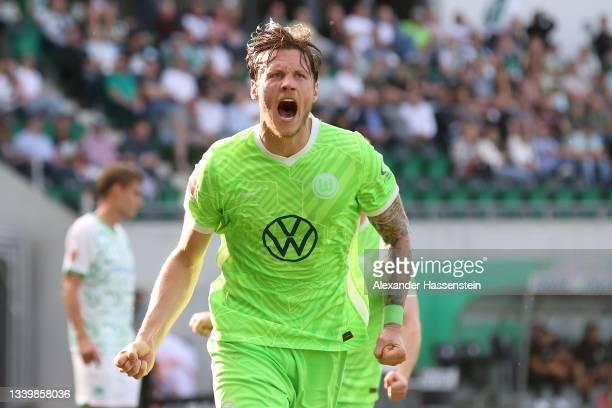 Wout Weghorst of Wolfsburg celebrates scoring the 2nd team goal during the Bundesliga match between SpVgg Greuther Fürth and VfL Wolfsburg at...
