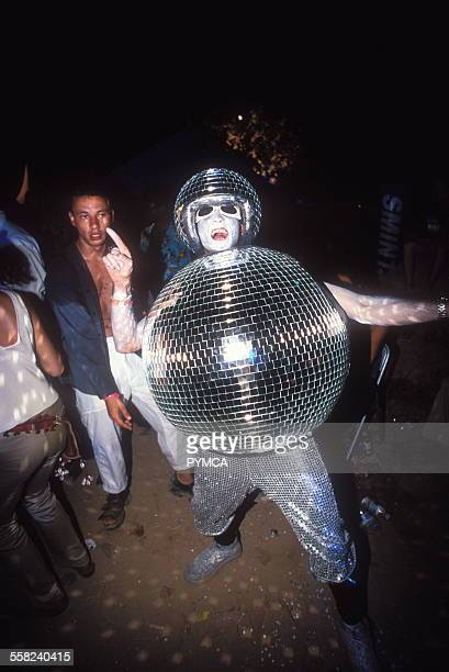 Wow its a man dressed as a discoballUK 1990s