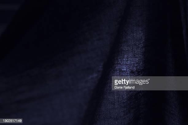 wowen dark fabric with a little light coming through - dorte fjalland fotografías e imágenes de stock