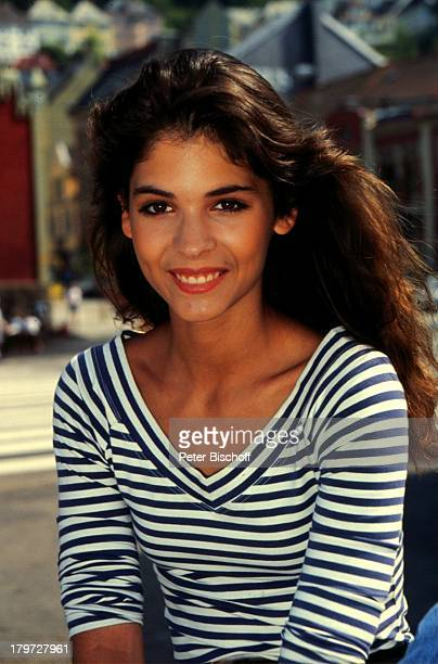 10 Mai 1971 Sternzeichen Stier Dekollete Urlaub Schauspielerin Promis Prominenter Prominente