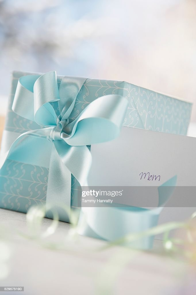 Wrapped Gift and Greeting Card : Stockfoto