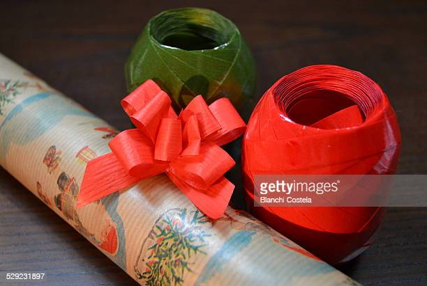 Wrapping paper and ribbon to wrap gifts