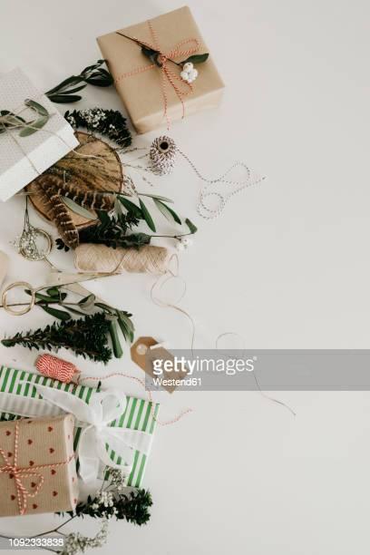 wrapping presents - ギフトラウンジ ストックフォトと画像