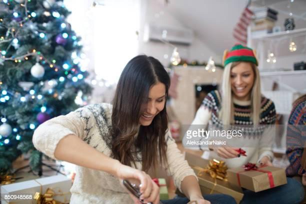 Het verpakken omhoog Kerst presenteert
